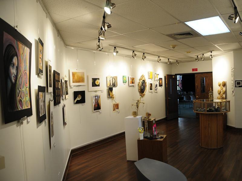 NAHS+puts+on+Homecoming+art+show