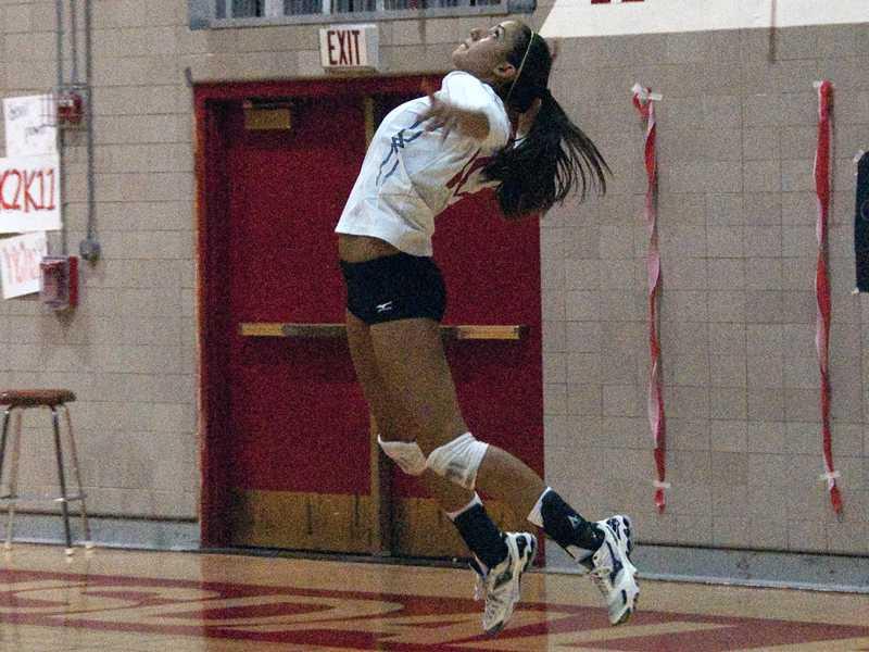 Girls+varsity+volleyball+approaches+playoffs