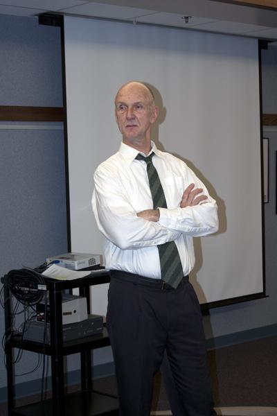 Dr. McNutt holds seminar on healthcare