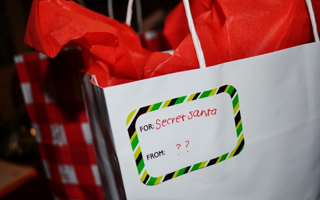 Seniors participate in class-wide gift exchange