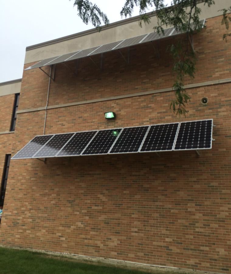 Solar+panels+located+on+the+south+side+of+Hinsdale+Central.+
