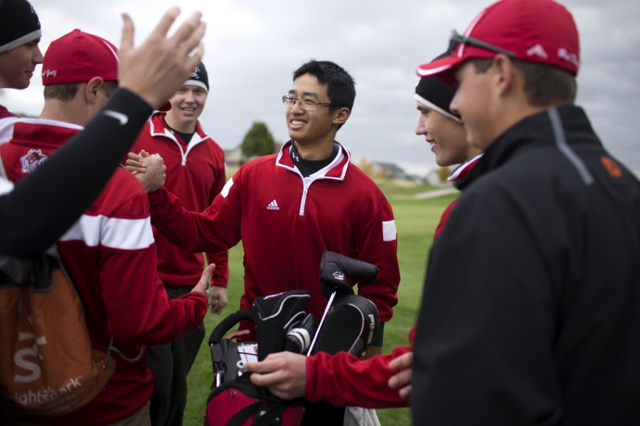 Li+is+congratulated+by+his+teammates+after+being+awarded+number+one+high+school+golfer+in+the+state.