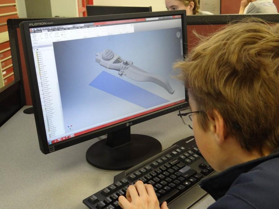Sophomore Colin Yandel designs a razor blade handle in Engineering Honors.