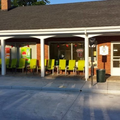 Tropical Sno is a very popular spot for Hinsdale Central students to hang out over the summer