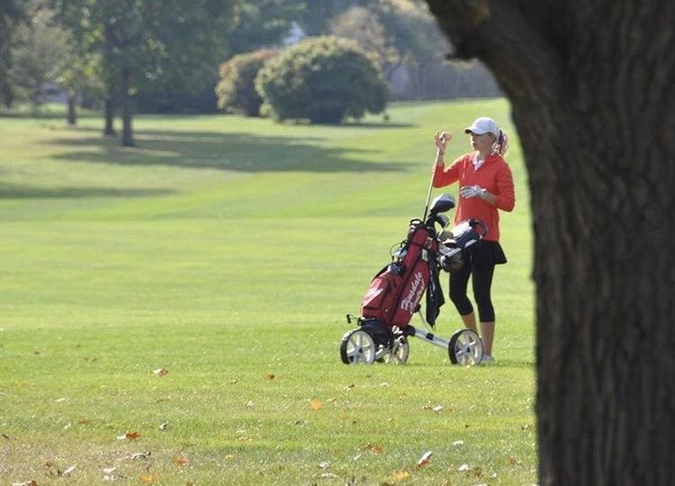 Miranda+Mocklow%2C+senior%2C+will+continue+her+golf+career+at+the+University+of+Dayton+next+year.+