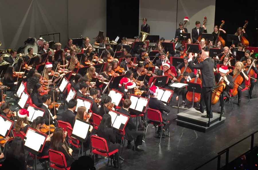 Symphony+Orchestra+performs+%22The+Bells+of+Christmas%22+during+the+Holiday+Concert+on+Wednesday%2C+Dec.+15.