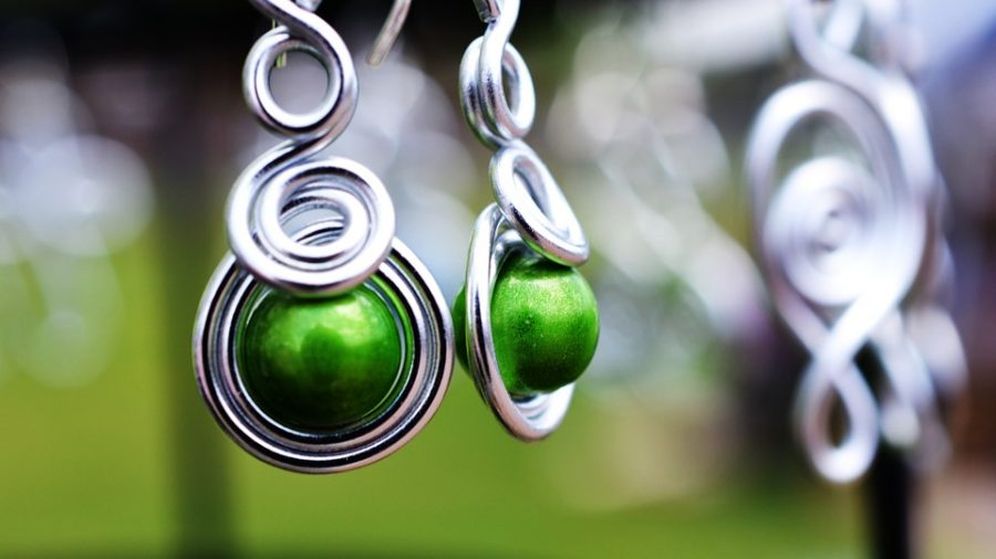 Small jewels and gemstones like Peridot are great options for wearing Greenery in jewelery form.