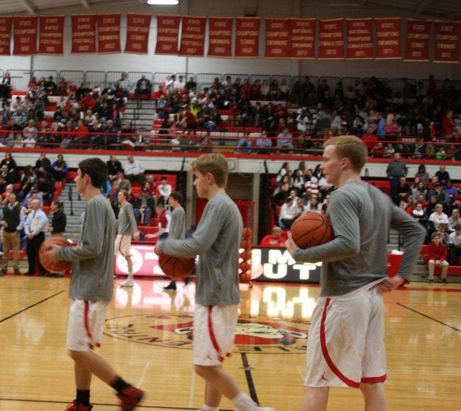 Central+warms+up+before+its+home+game+against+Lyons+Township+on+Feb.+3.