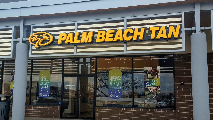Palm Beach Tan is conveniently located in Hinsdale Lake  Commons shopping center.