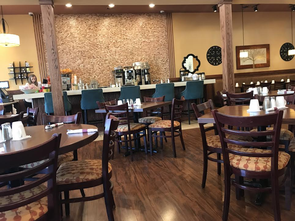 Yiayia%27s+Pancake+House+and+Restaurant%2C+located+in+Grant+Square%2C+makes+a+great%2C+family-owned+restaurant+for+breakfast+or+lunch+with+friends+or+family.
