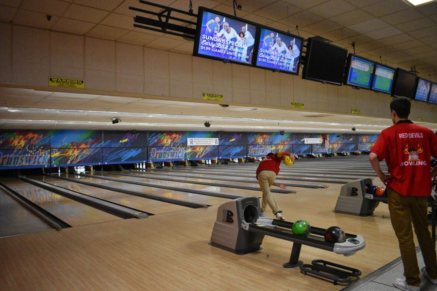 Boys+bowling+competed+in+the+fifth+annual+Plainfield+North+High+School+Baker+Kick-Off+Classic+on+Saturday%2C+Nov.+4.