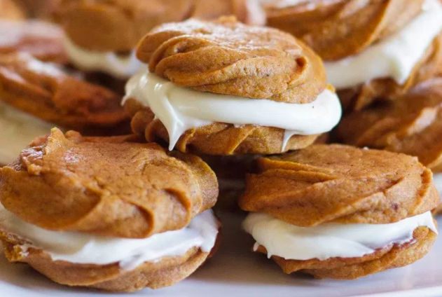 Oatmeal whoopie pies are basic and old, so why not try making pumpkin whoopie pies/cookies?