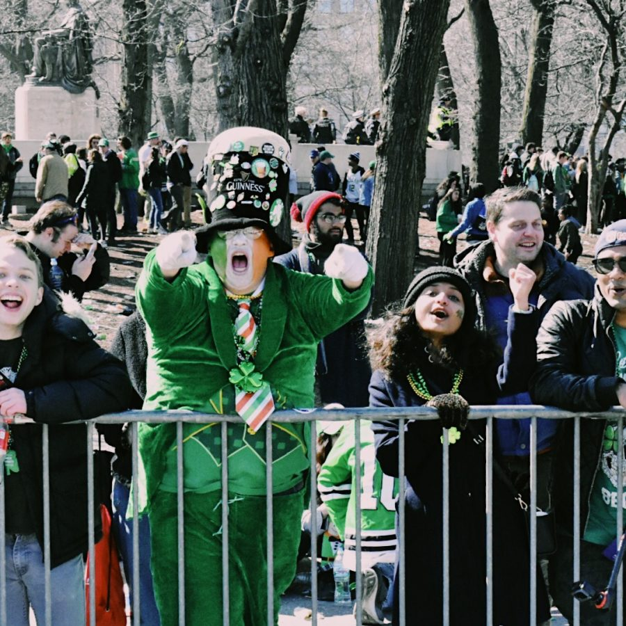 The+day+of+the+St.+Patrick%27s+Day+Parade+and+river+dyeing+is+one+of+the+busiest+days+of+the+year+in+Chicago%2C+due+to+the+rowdy+crowds+and+clogged+transit+systems+and+highways.