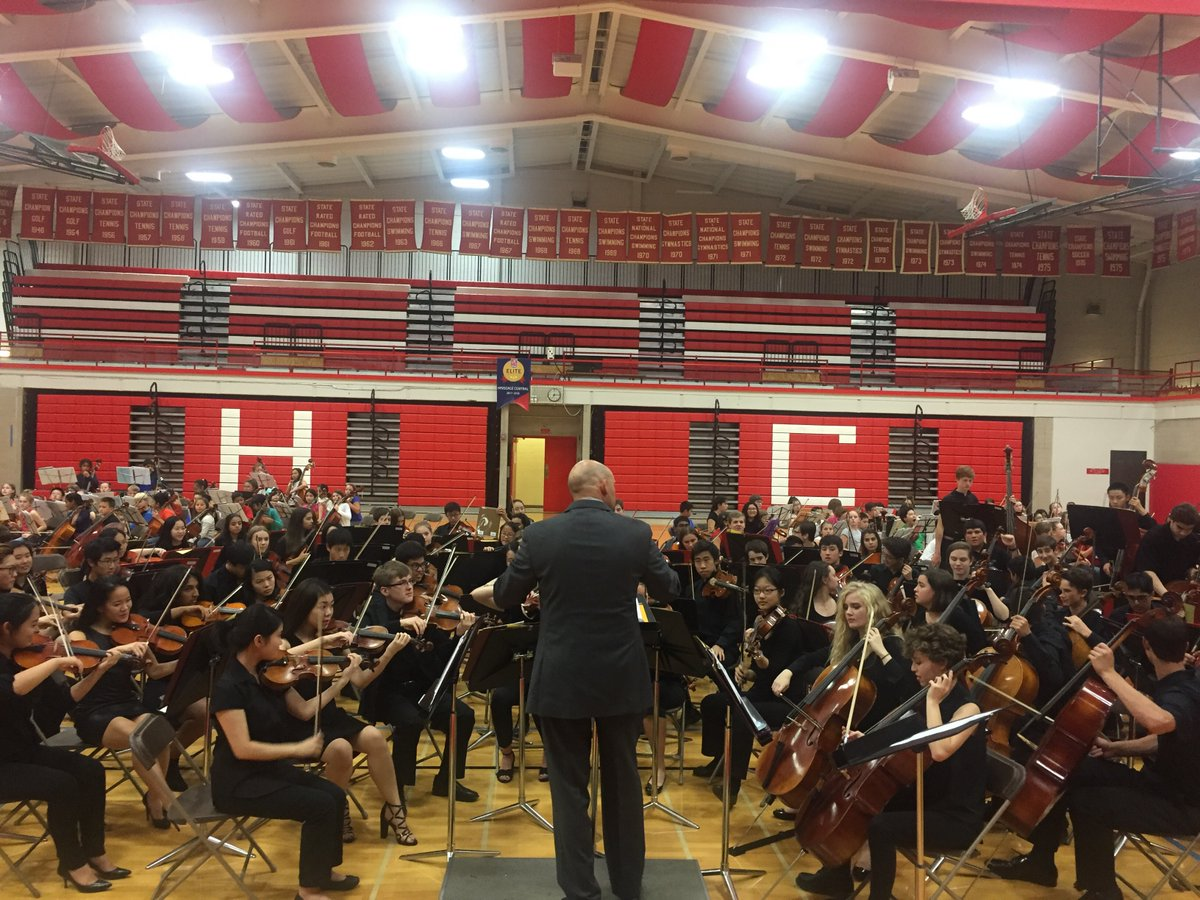 On Monday, March 12, Philharmonic and Symphonic Orchestra students will perform a variety of pieces for their March Concert. For the Orchestra, this March concert is just the first of numerous performances to come as spring progresses.