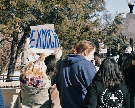 On Wednesday, March 14 at 10 a.m., many students participated in the National School Walkout. During the walkout, organizers read the names of those killed in the Parkland shooting and released balloons in their memory. Then, students moved to the front of the school with chants and posters expressing their opinions toward gun violence. Parents and media correspondents watched on as the event occurred.