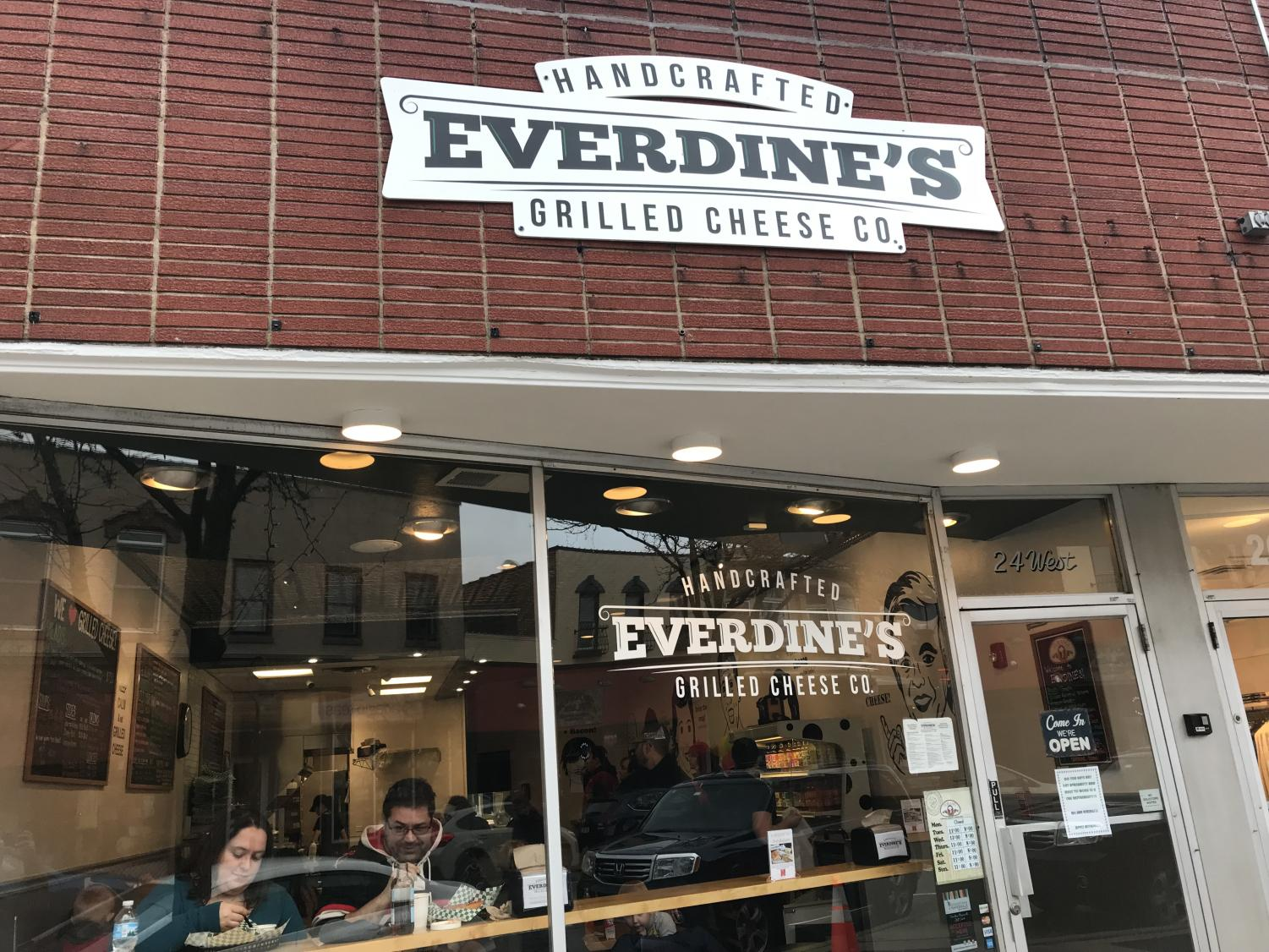 Located in downtown Naperville, Everdine's Grilled Cheese Co., while tasty, doesn't compare to Cheesie's in downtown LaGrange.