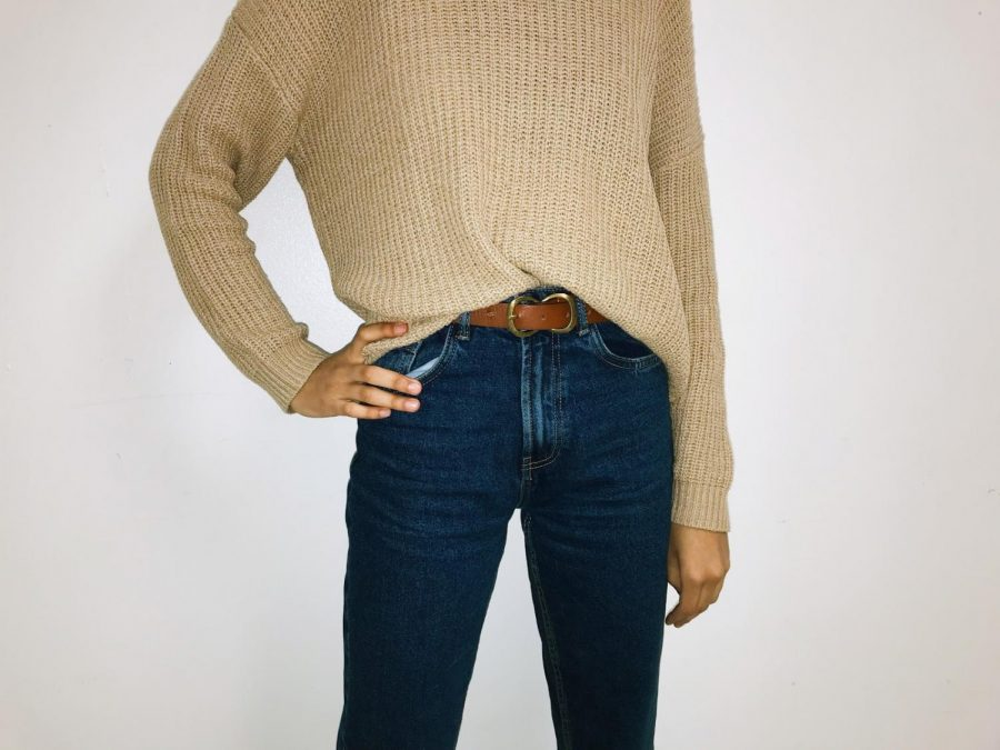 This outfit can be an option if you're going for the casual look for your Thanksgiving dinner.