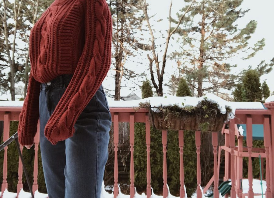 Sweaters+and+mom+jeans+are+a+great+way+to+stay+warm+and+stylish+during+the+colder+months.