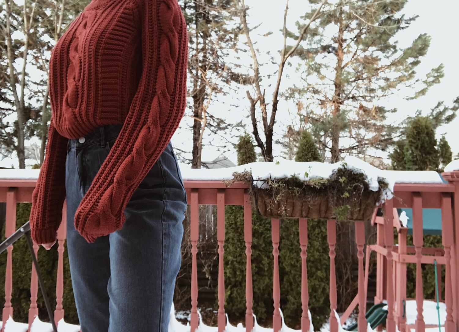 Sweaters and mom jeans are a great way to stay warm and stylish during the colder months.