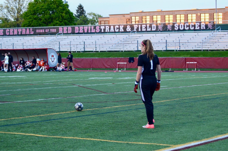 Fiona+Fitzsimmons%2C+junior%2C+prepares+to+make+a+goal+kick.+