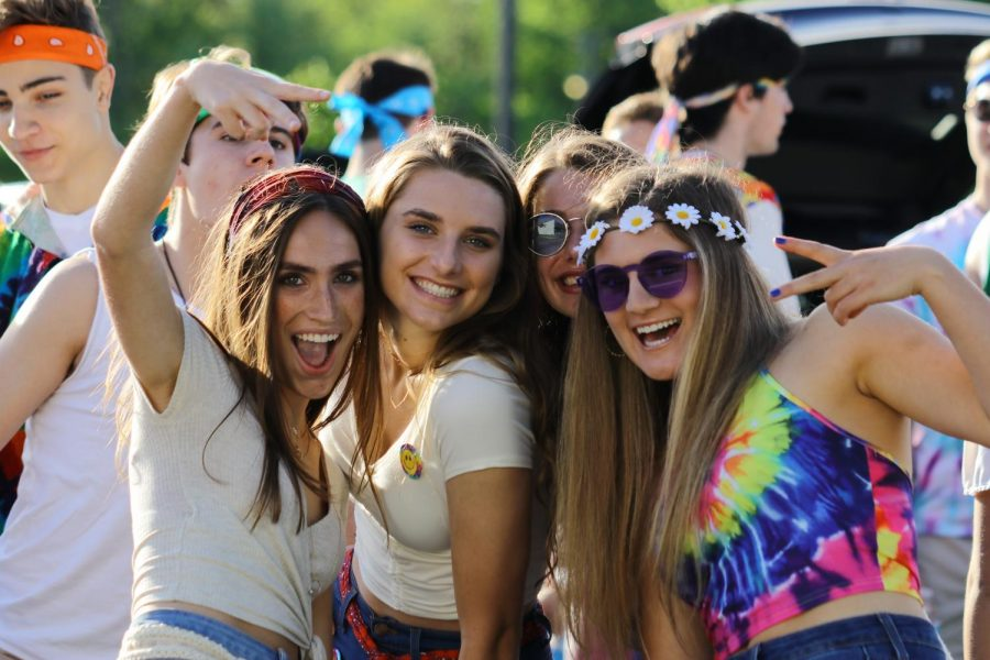 Students gathered in the senior parking lot for the junior Woodstock themed tailgate on Thursday, May 23, at 6:30 a.m. They celebrated their upcoming senior year with food, 60's music, and spike ball, while  gathering with groups of friends.