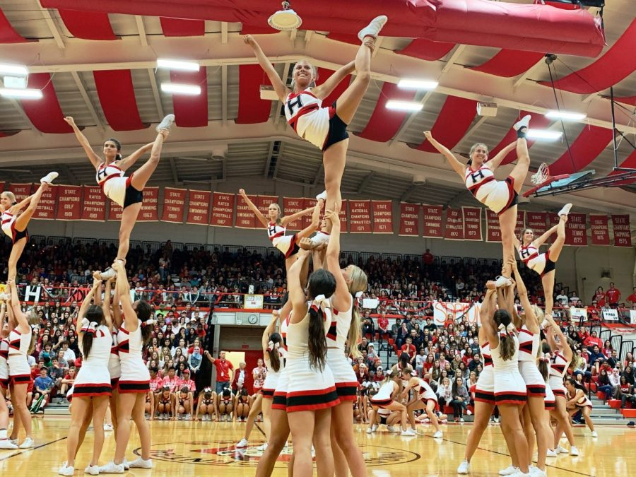 Homecoming+weekend+started+with+a+pep+assembly+on+Friday%2C+Sept.+27+with+a+performance+from+the+varsity+cheerleaders%2C+as+seen+above.+