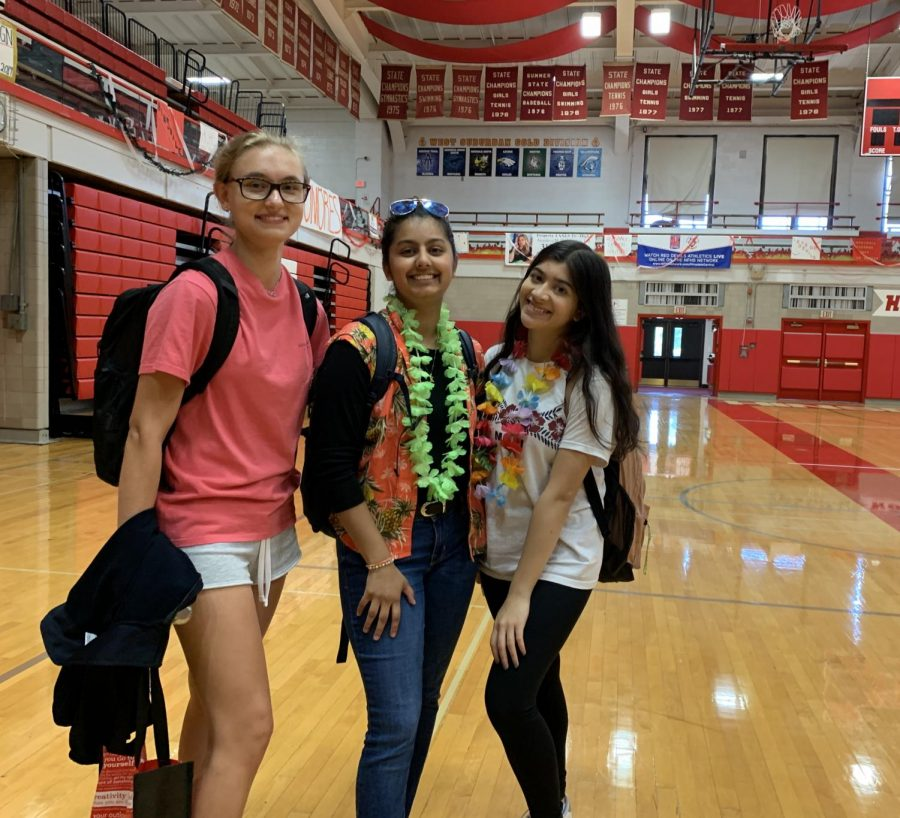 On the week of Sept. 23, Varsity Club set dress days to get students in the spirit for Homecoming. The dress day consisted of beach, jersey, and disco.