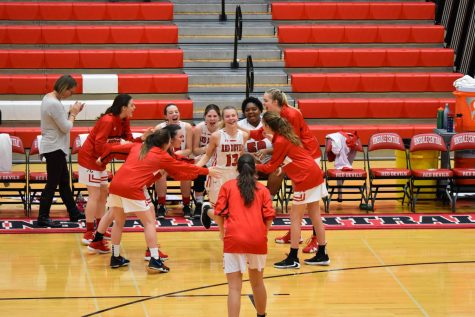 Girls' varsity basketball loses in close season opener