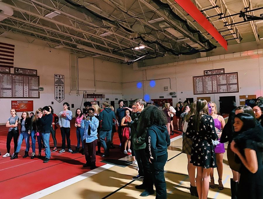 On Saturday, January 25, the Winter Fling dance took place in the field house from 6 p.m. to 8 p.m. Students had the opportunity to play games, dance, listen to live music, and eat delicious food from food trucks.