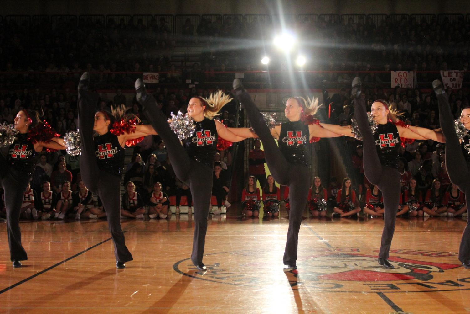 The+varsity+Pommers+performed+their+traditional+kickline+in+front+of+the+cheering+crowd.+