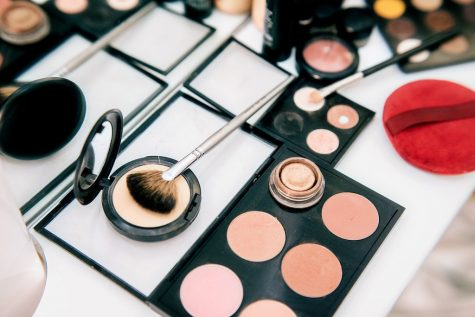 Nowadays there are many different alternatives to high-end, expensive makeup products that can be found at Walgreens.