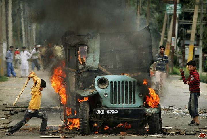 Fighting+in+Kashmir+continues+as+many+experts+expect+the+crisis+there+to+worsen+in+2021.+